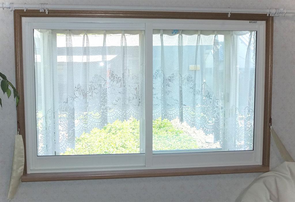 施工事例 腰窓:プラスト+防音ガラス12.8ミリ 、掃出し窓:プラスト+シングルガラス12ミリ 熊本県玉名郡 M様 施工後