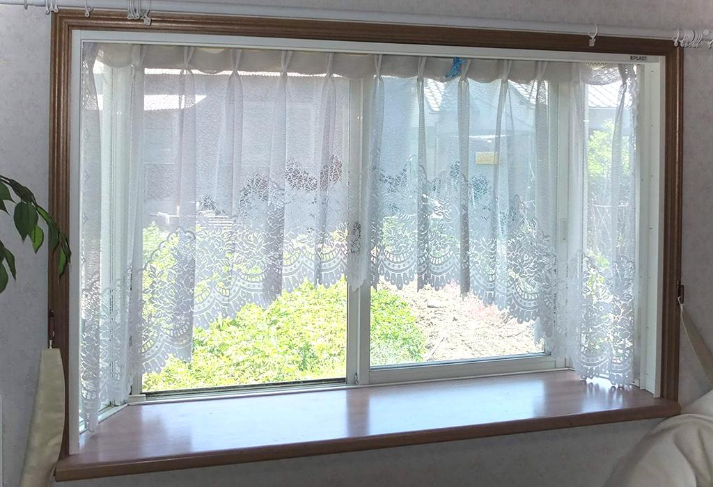 施工事例 腰窓:プラスト+防音ガラス12.8ミリ 、掃出し窓:プラスト+シングルガラス12ミリ 熊本県玉名郡 M様 施工前